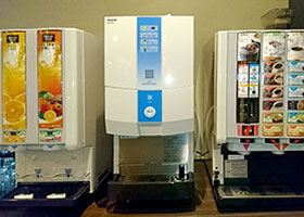 Ice machine and complimentary drinks machine